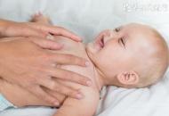 婴儿呕吐奶怎么办