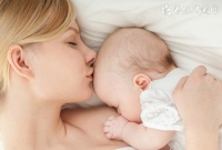 宝宝四个月能不能吃米粉