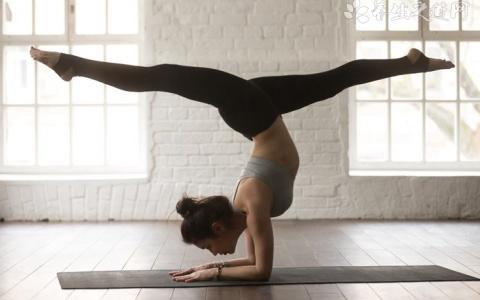 每天这个点练瑜伽,效果事半功倍