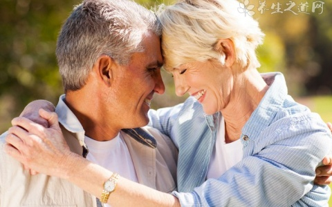 老人避免腰部酸痛的办法