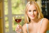 女性喝葡萄酒好还是干红好