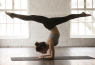 空中瑜伽怎么倒立