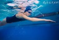 游泳运动员防止耳朵进水