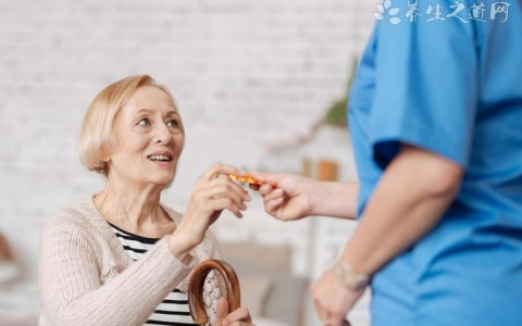 老人都会骨质疏松吗?身体有这些异常要注意了!