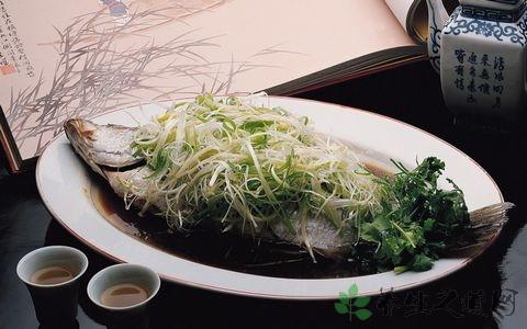 做清蒸鱼葱段和生姜片怎么放好