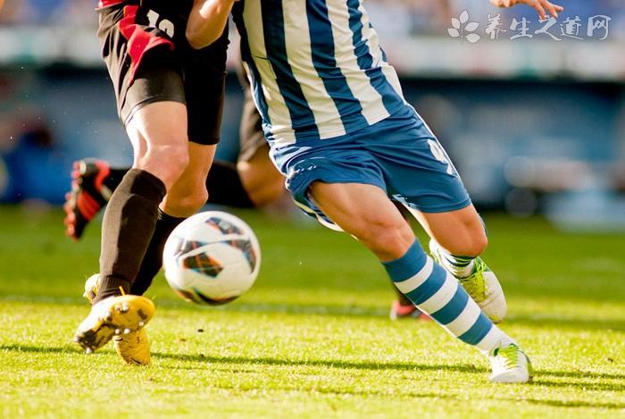如何防止踢足球时抽筋