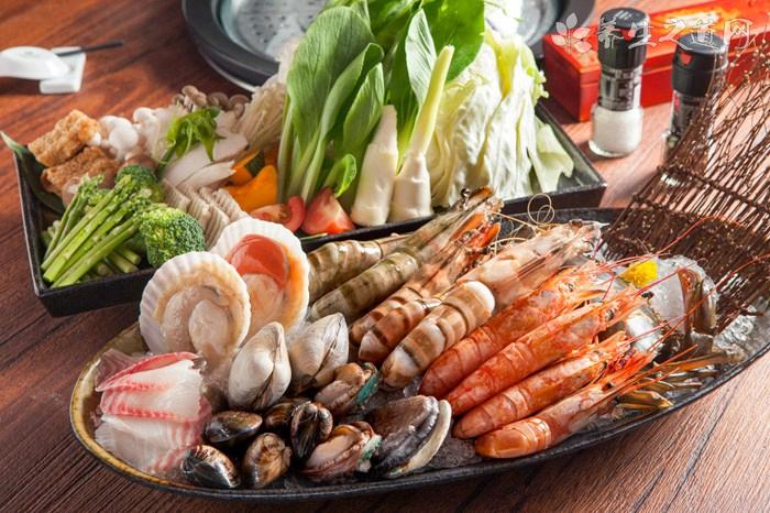 滑子菇烩海鲜什么时候放调料