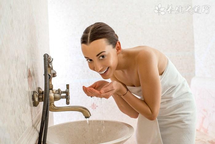 纯牛奶洗脸能美白吗