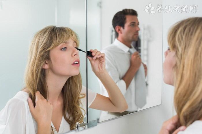 睫毛膏怎么用
