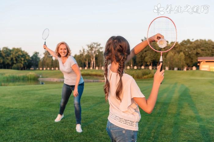 打羽毛球如何用力