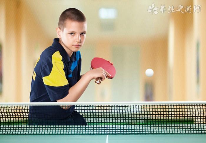 几岁学打羽毛球好