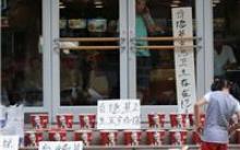 男子不满KFC卫生条件,买2000份全家桶堵门口抗议
