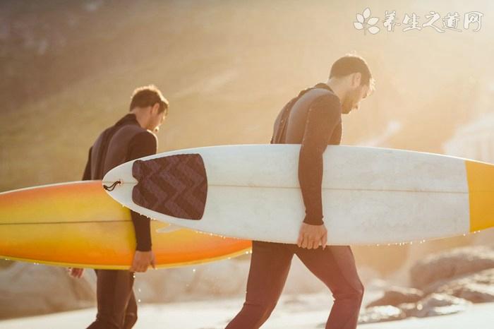 冲浪是夏日里最酷的瘦身运动