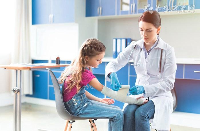 一场大病就致贫,中国应扩大疾病医保范围