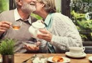 如何为老人排解孤独