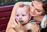 【如何正确母乳喂养】母乳喂养的正确姿势