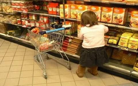 怎样防孩子吃垃圾食品 吃垃圾食品的危害图片