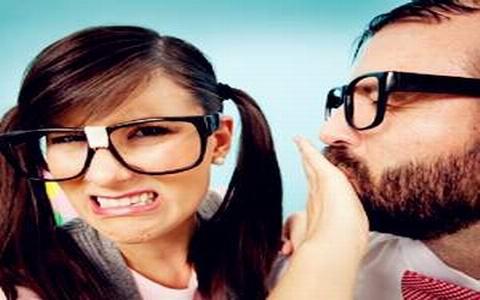 性爱亲嘴舌吻小�_接吻俗称亲嘴,打嘣儿,是指两人的嘴唇互相接触,吻不单只是单纯的唇与