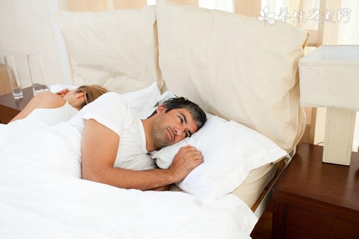 如何从睡姿判断情侣间关系?