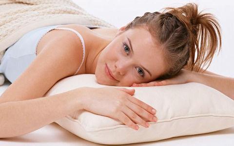 美少妇躺在床上任我蹂躏