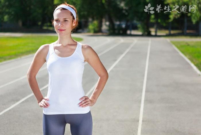 马拉松选手被拽停 剧烈运动后如何放松