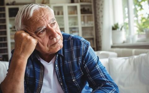 老人牙龈出血什么原因