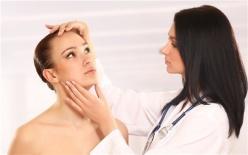 毛囊炎怎么引起的?如何治疗好?