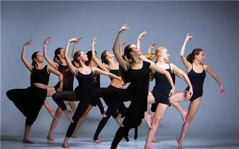 跳舞消耗多少热量?2种舞蹈燃脂大比拼