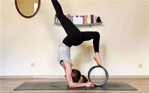 准备动作做好,瑜伽下腰一点也不难