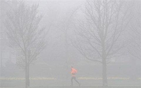 雾霾污染严重就别跑步了,得不偿失!