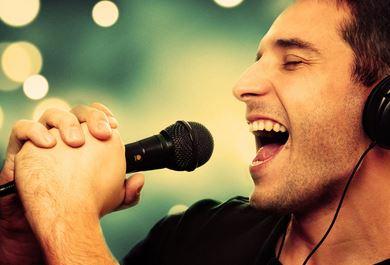 梦见女性朋友给我唱歌