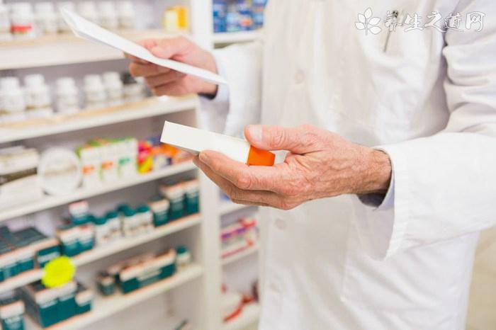 一边是医院处方的尚难流出,一边是监管部门的严加规范――零售药店步入最难熬的阵痛期?