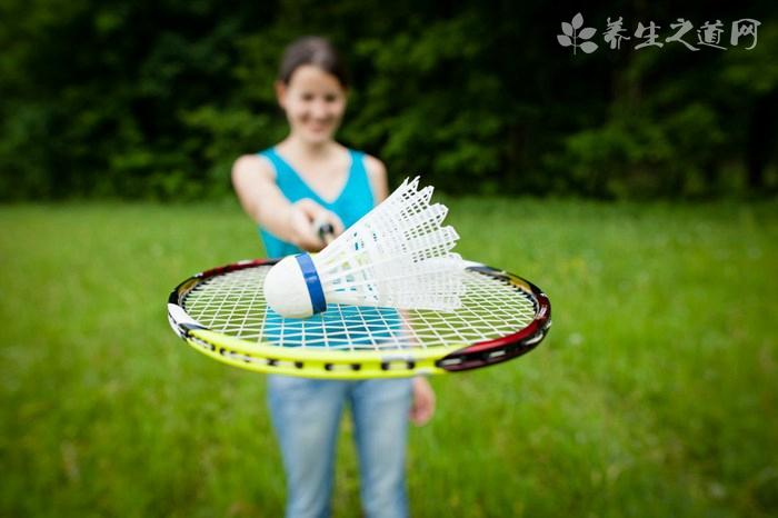 羽毛球怎么反手打