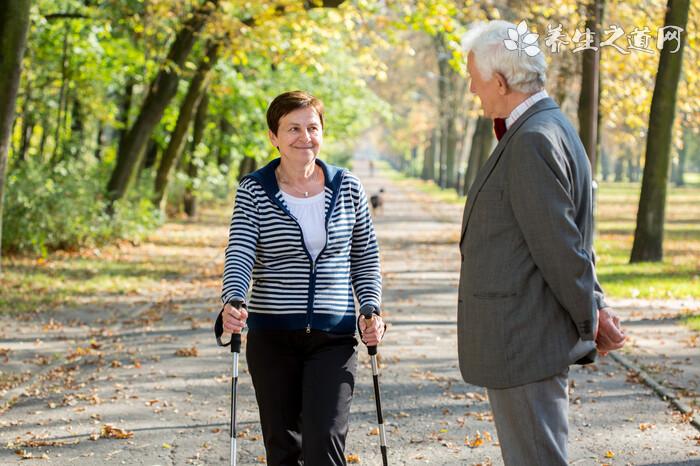 老年人散步的好处都有哪些