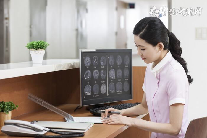 新冠肺炎患者肺部CT有何表�F